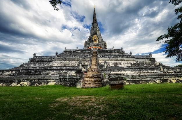 Chedi phukhao thong, ayutthaya, tajlandia