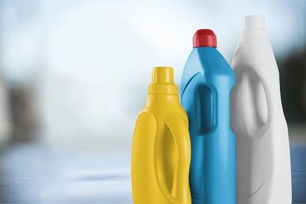 Chemiczne środki czyszczące na rozmytym tle