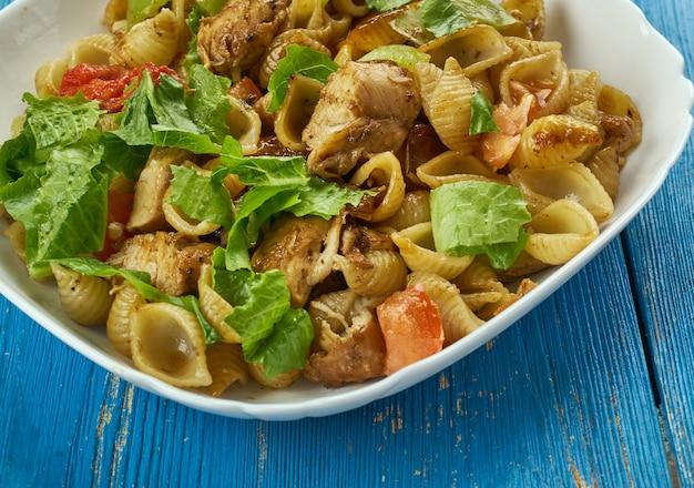 Chicken fajita pasta - danie meksykańskie, połączenie chrupiącego kurczaka, warzyw, kremowego sosu i przypraw smakowych
