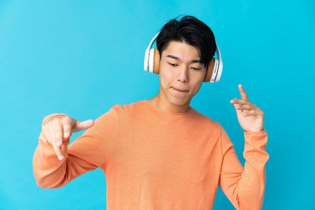 Chińczyk do słuchania muzyki i tańca