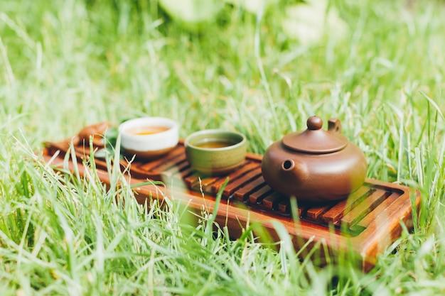 Chińska herbaciana ceremonia azjatycka drewnianego stołu deski chaban odgórnego widoku kopii przestrzeni ranku energia.