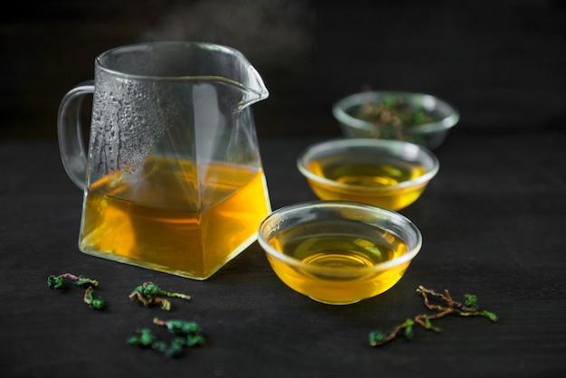 Chińska tradycyjna ceremonia parzenia herbaty na czarno