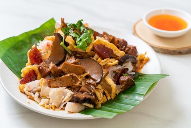 Chiński makaron ryżowy na parze