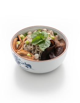 Chiński makaron z grzybami