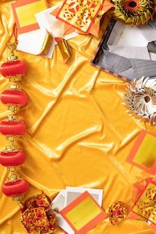 Chiński nowy rok pozdrowienia złote i czerwone tło z wrogiem przestrzeni kopii świętują tradycyjne szczęście z rodziną