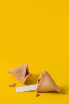 Chiński nowy rok z ciasteczkami z wróżbą
