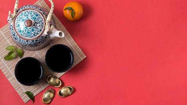 Chiński nowy rok z dzbankiem do herbaty