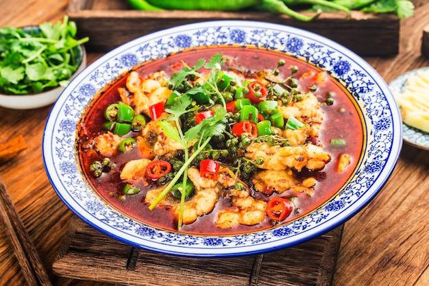 Chiński przysmak gotowanej ryby