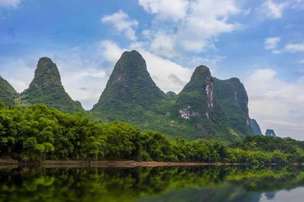 Chiński starożytny park dziewięć rano lasu