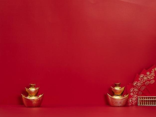 Chiński sztabki złota i czerwona koperta