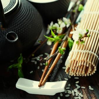 Chiński zestaw do herbaty i pałeczki do jedzenia