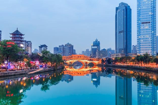 Chińskich turystycznych miejscu rzeka skyline