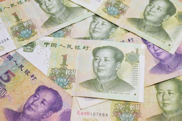 Chińskie banknoty ułożone