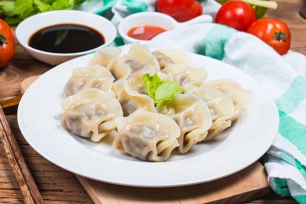 Chińskie jedzenie jiaozi nowego roku