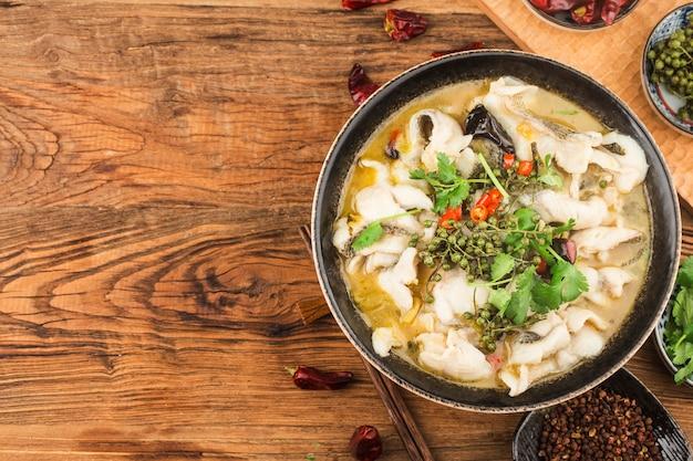 Chińskie jedzenie: pyszne marynowane ryby