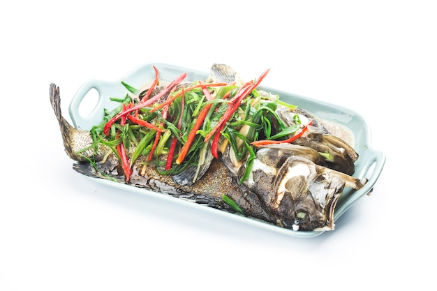 Chińskie jedzenie: pyszny gotowany na parze grouper