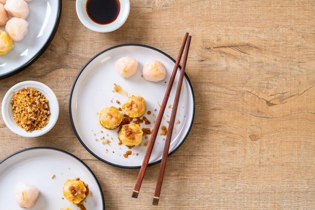 Chińskie krewetki na parze kluski