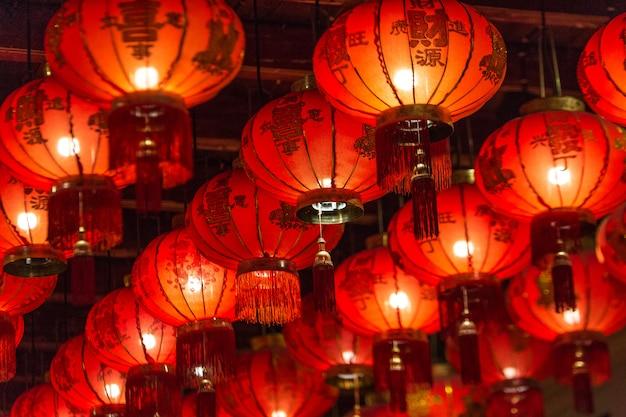 Chińskie lampiony przy świątynią