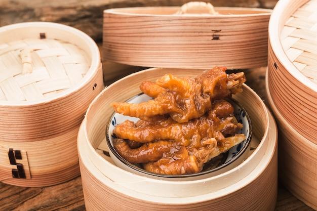 Chińskie nóżki z kurczaka dim sum