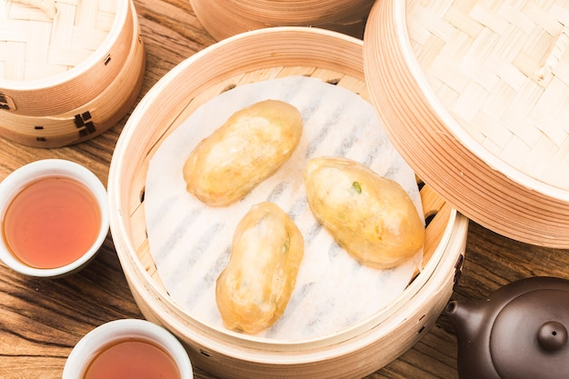 Chińskie pierogi z mięsa kryształowego na parze
