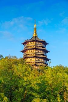 Chiny drzew drewna ramki krajobrazu jeziora