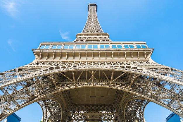 Chiny, macau - 10 września 2018 - piękny punkt orientacyjny wieży eiffla paryskiego hotelu i ośrodek w m