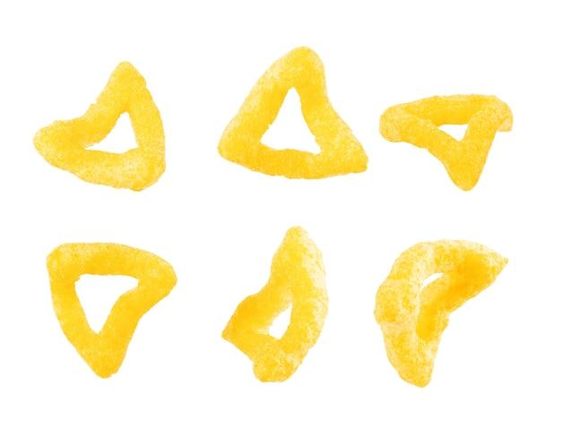 Chipsy kukurydziane, nachos na białym tle
