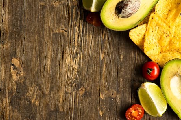 Chipsy kukurydziane tortilla składniki sosu nachos i guacamole