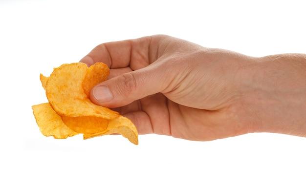 Chipsy w rękach na białym tle