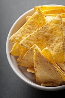 Chipy nachos. pyszna przekąska słonej tortilli