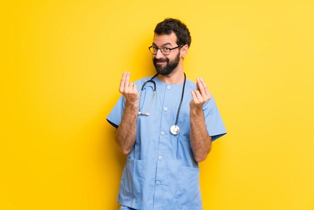 Chirurg lekarz mężczyzna robi pieniądze gest
