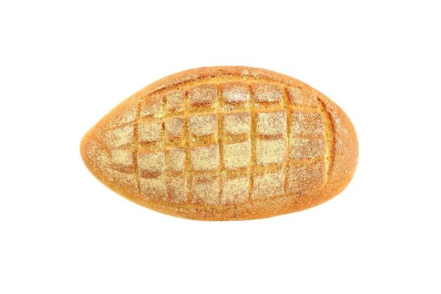 Chleb kukurydziany na białym tle. widok z góry.