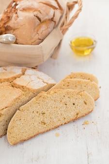 Chleb kukurydziany na powierzchni drewnianych