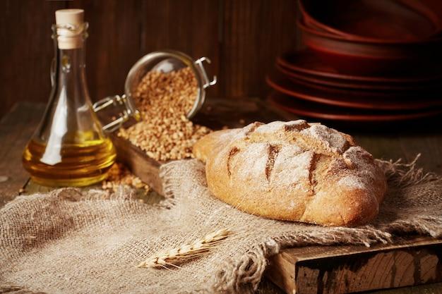 Chleb pełnoziarnisty rustykalny z pszenicą