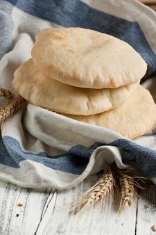 Chleb pita z uszami