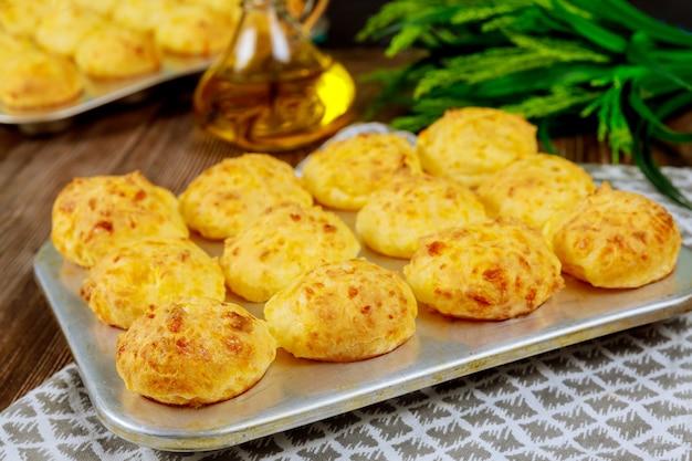 Chleb serowy ze skrobi z tapioki.