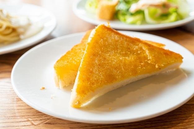 Chleb tostowy z masłem