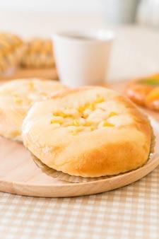 Chleb z kukurydzą i majonezem