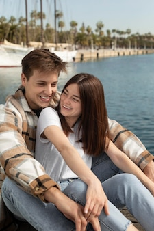 Chłopak i dziewczyna spędzają razem czas