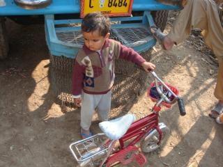 Chłopca z rowerem