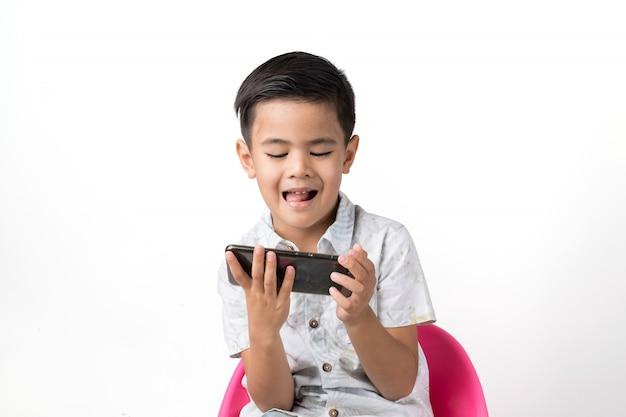 Chłopiec i smartphone