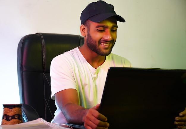 Chłopiec uczący się w domu zdjęcie stockowe