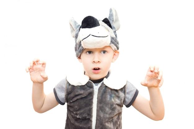 Chłopiec w stroju wilka