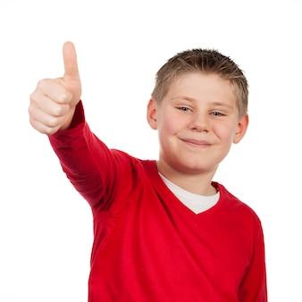 Chłopiec z kciukiem do góry na białym tle na białej przestrzeni