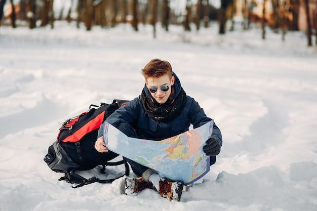 Chłopiec z mapą