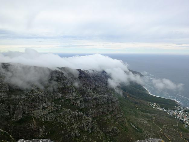 Chmura na table mountain, cape town, republika południowej afryki