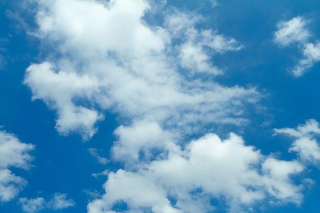 Chmury na niebie tekstura tło lipiec 2018 holandia