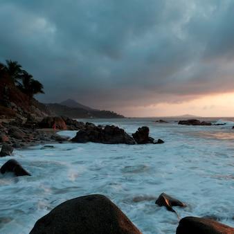Chmury nad morzem, sayulita, nayarit, meksyk