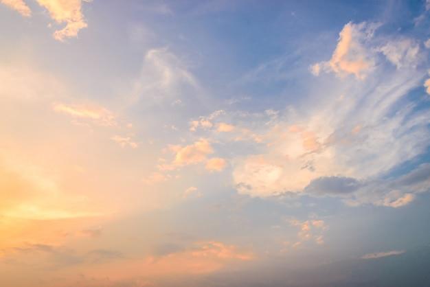 Chmury o zmierzchu