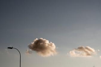Chmury zachodzącego słońca